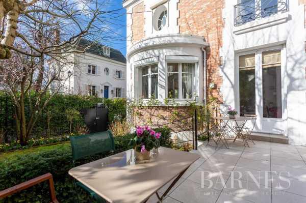 Mansion Neuilly-sur-Seine  -  ref 3912063 (picture 1)