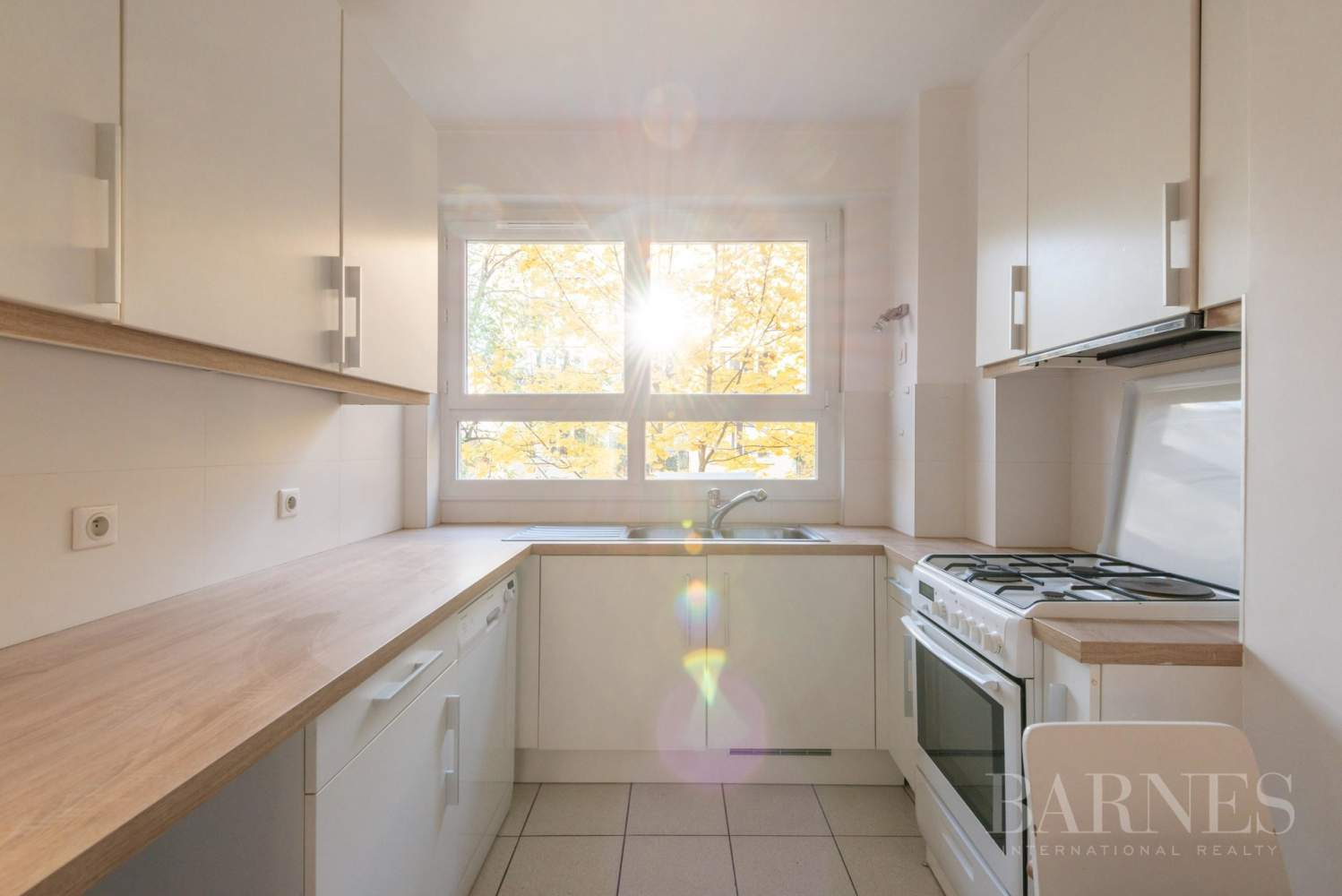 NEUILLY CHEZY APPARTEMENT 3 CHAMBRES VIDE PARKING BALCON picture 4