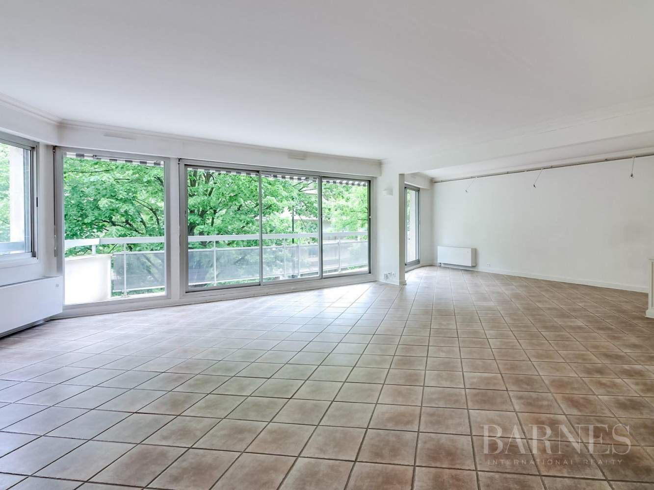 NEUILLY APPARTEMENT VIDE 144M² 3 CHAMBRES CAVE 2 PARKINGS picture 9
