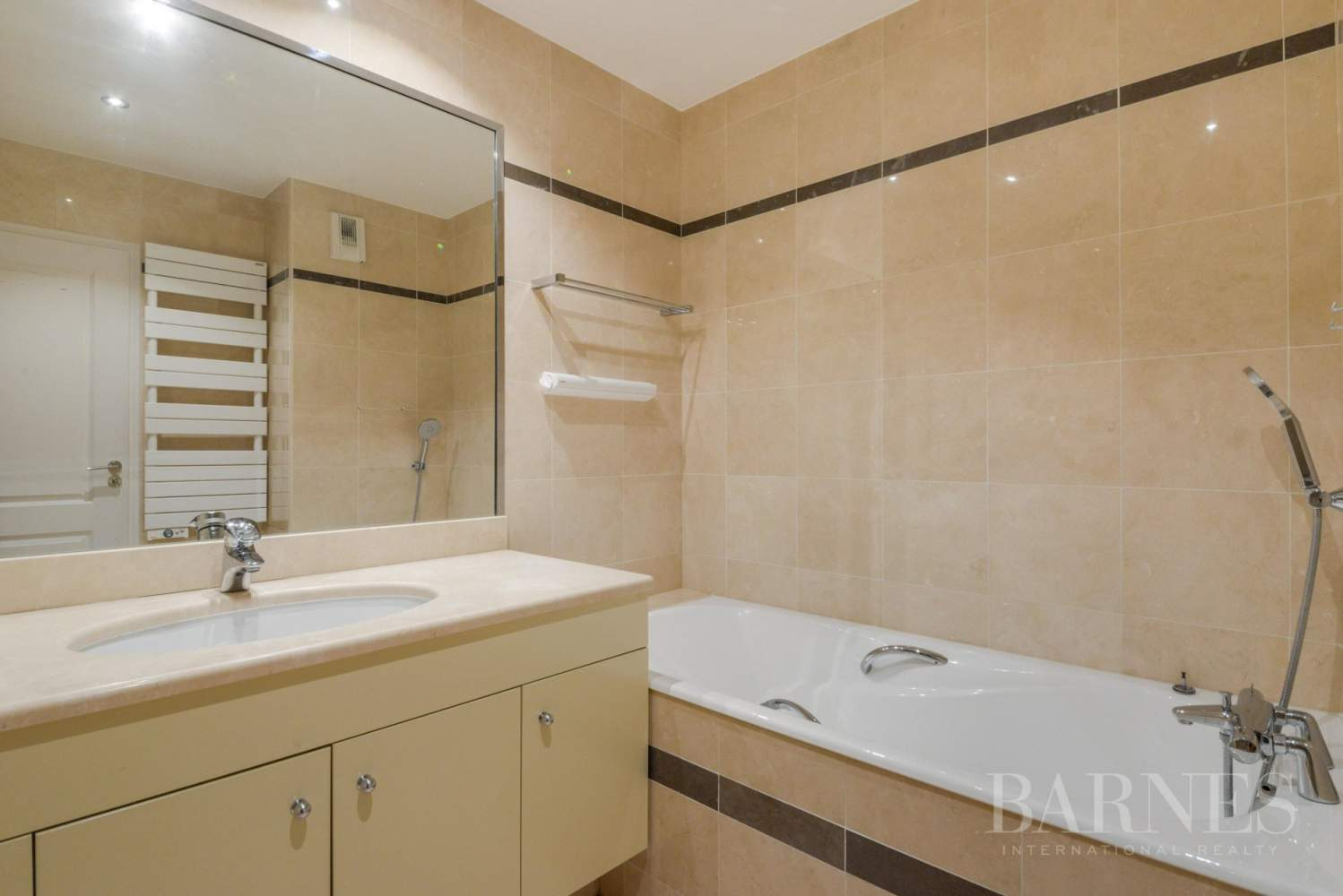 APPARTEMENT 2 CHAMBRES NEUILLY picture 11