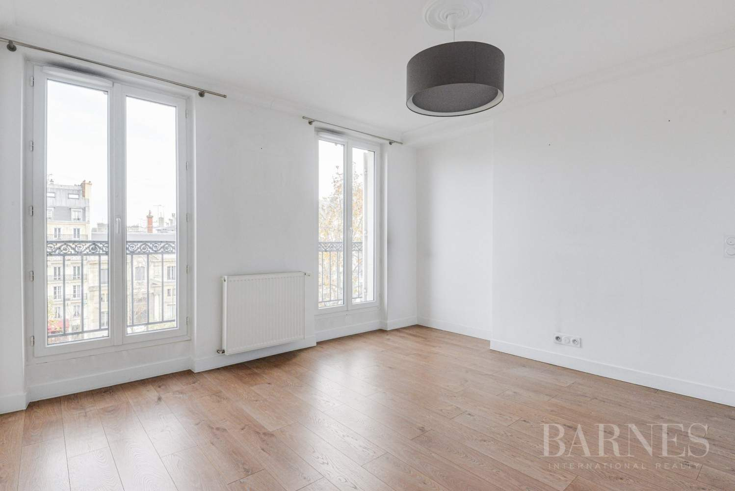 NEUILLY SABLONS 3 CHAMBRES VIDE REFAIT A NEUF picture 2