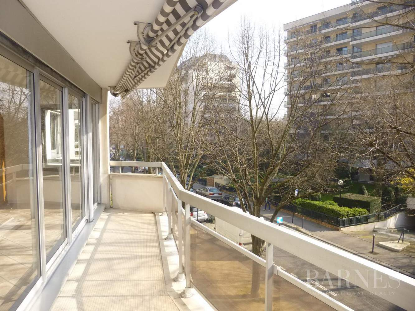 NEUILLY APPARTEMENT VIDE 144M² 3 CHAMBRES CAVE 2 PARKINGS picture 1