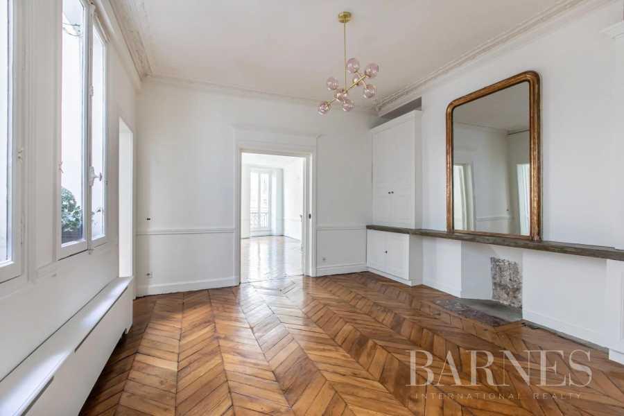 Paris  - Appartement 9 Pièces 4 Chambres