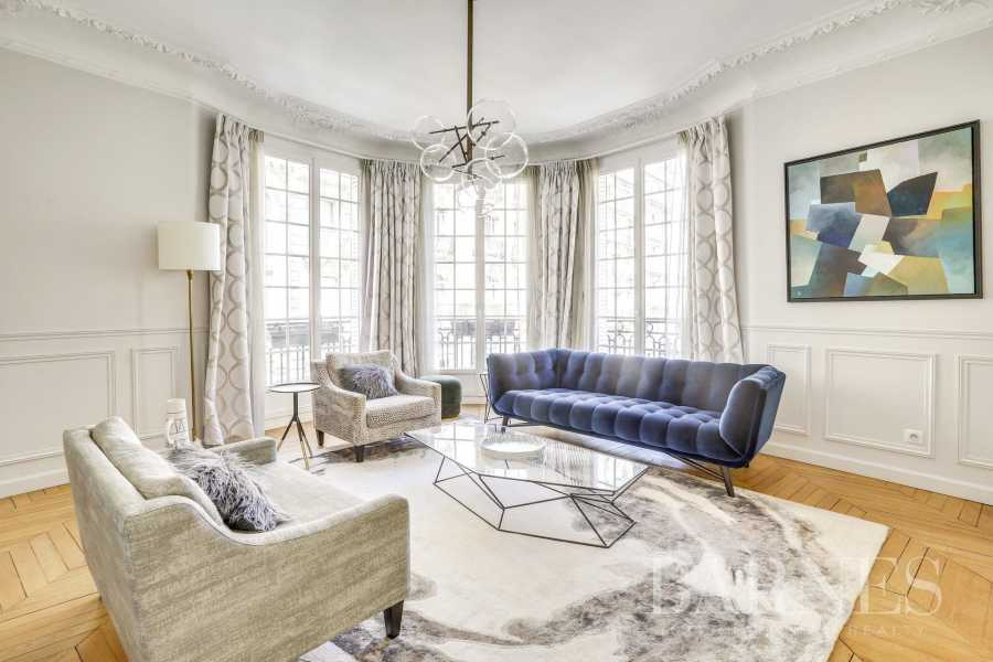 Paris  - Appartement 6 Pièces 3 Chambres