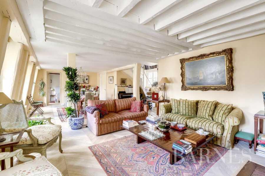 Paris  - Appartement 5 Pièces 4 Chambres