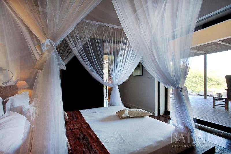 Large 7 rooms villa on Anse des Cayes's hillside picture 4