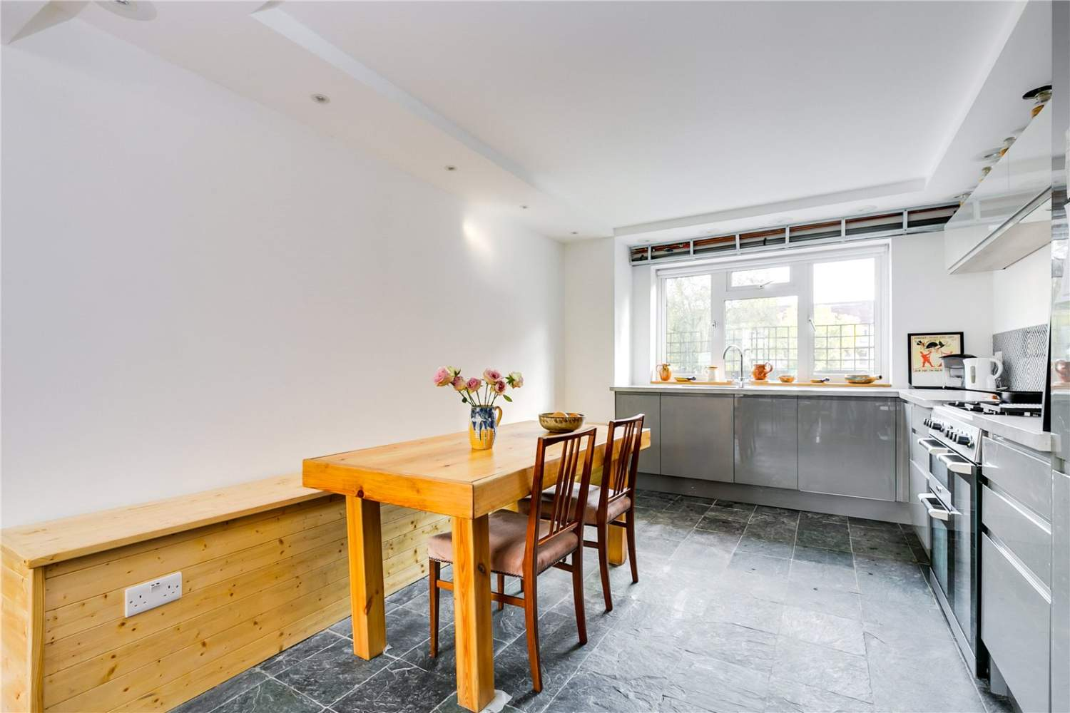 London  - House 3 Bedrooms - picture 2