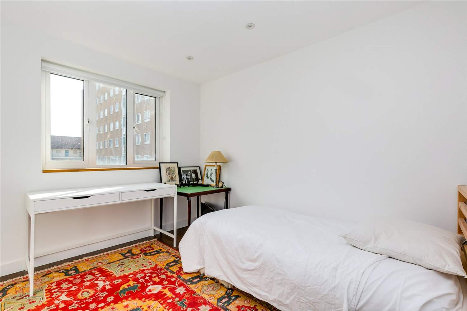 London  - House 3 Bedrooms - picture 8