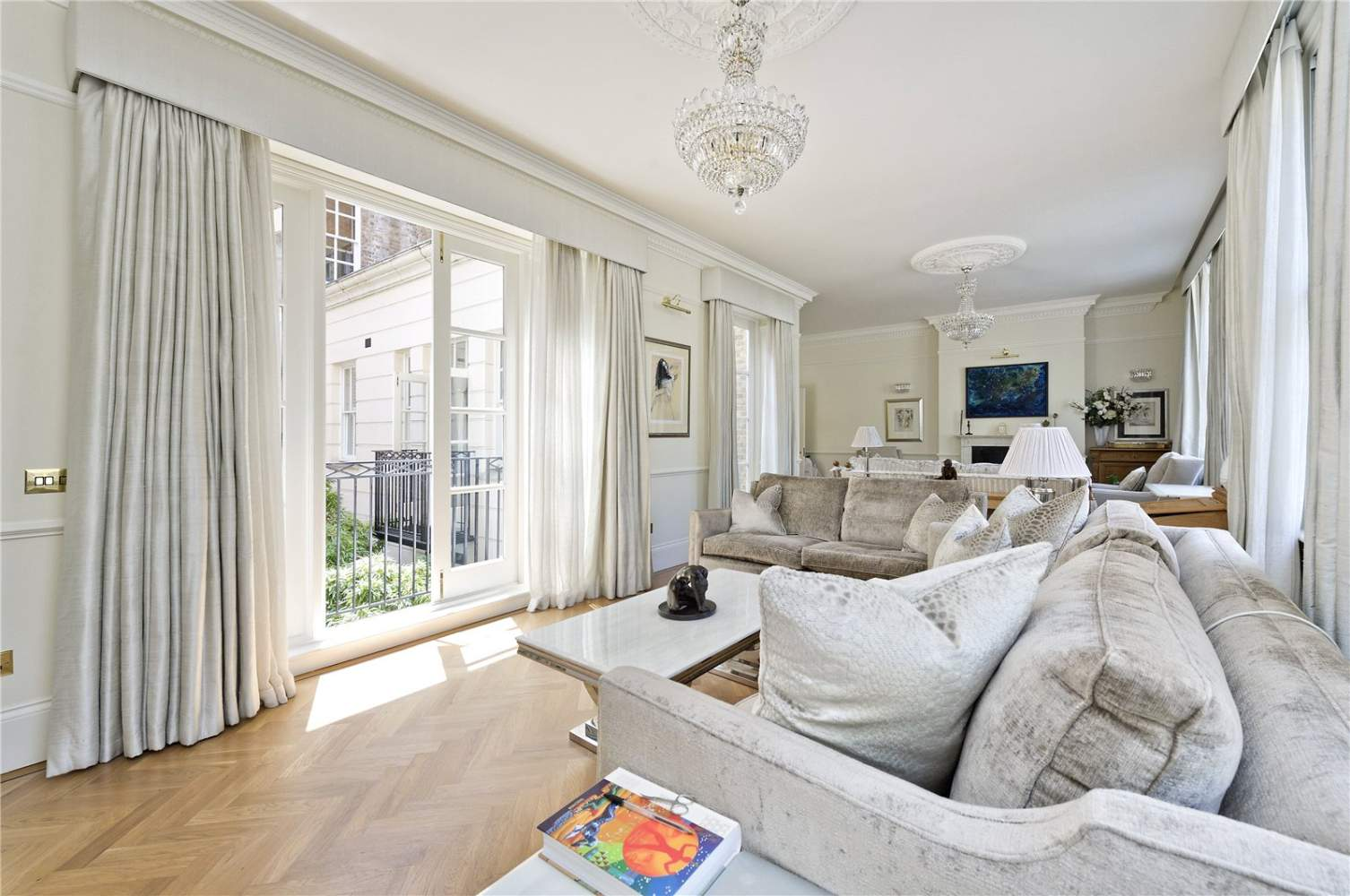 London  - Apartment 3 Bedrooms - picture 2