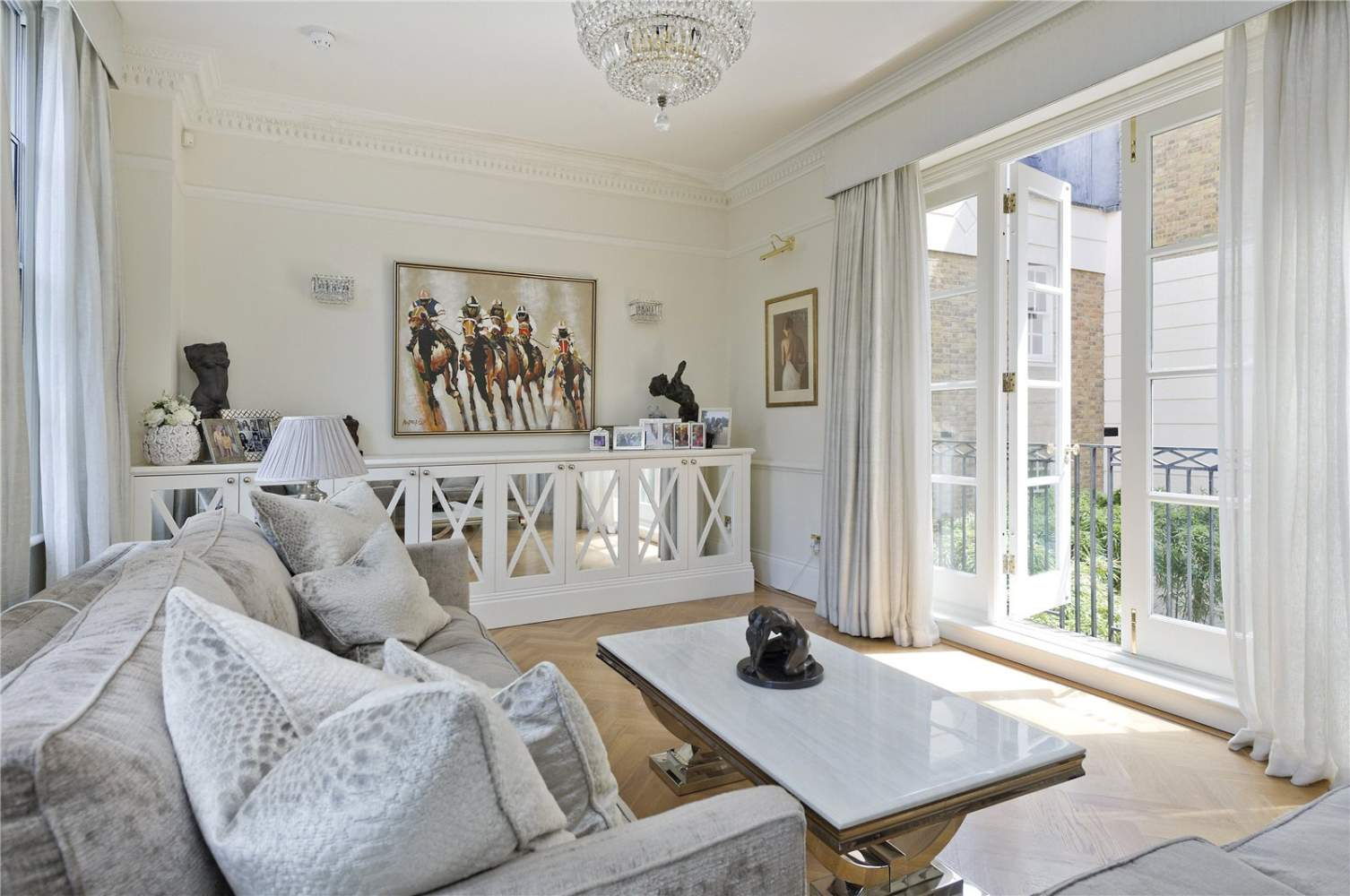 London  - Apartment 3 Bedrooms - picture 1