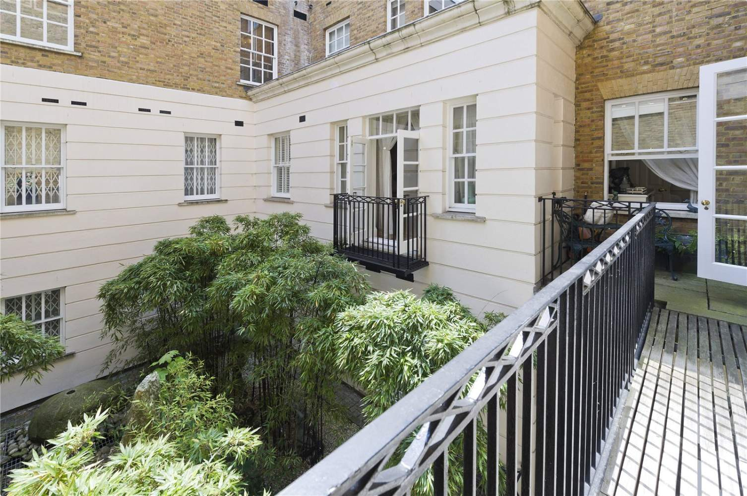 London  - Apartment 3 Bedrooms - picture 15