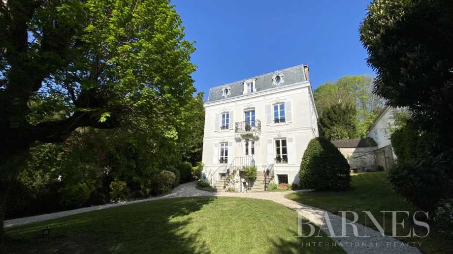 Bougival  - Maison 9 Pièces 5 Chambres