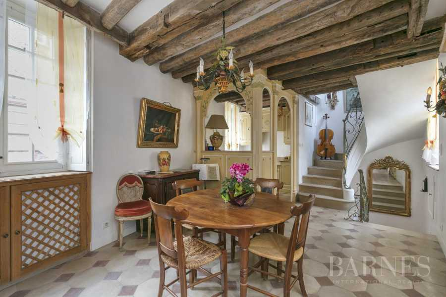 VERSAILLES RIVE DROITE ND AREA - SMALL HISTORIC TOWNHOUSE DATING FROM 18th CENTURY picture 10