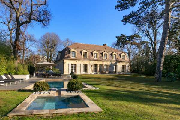 House, Le V - Ref 2593376