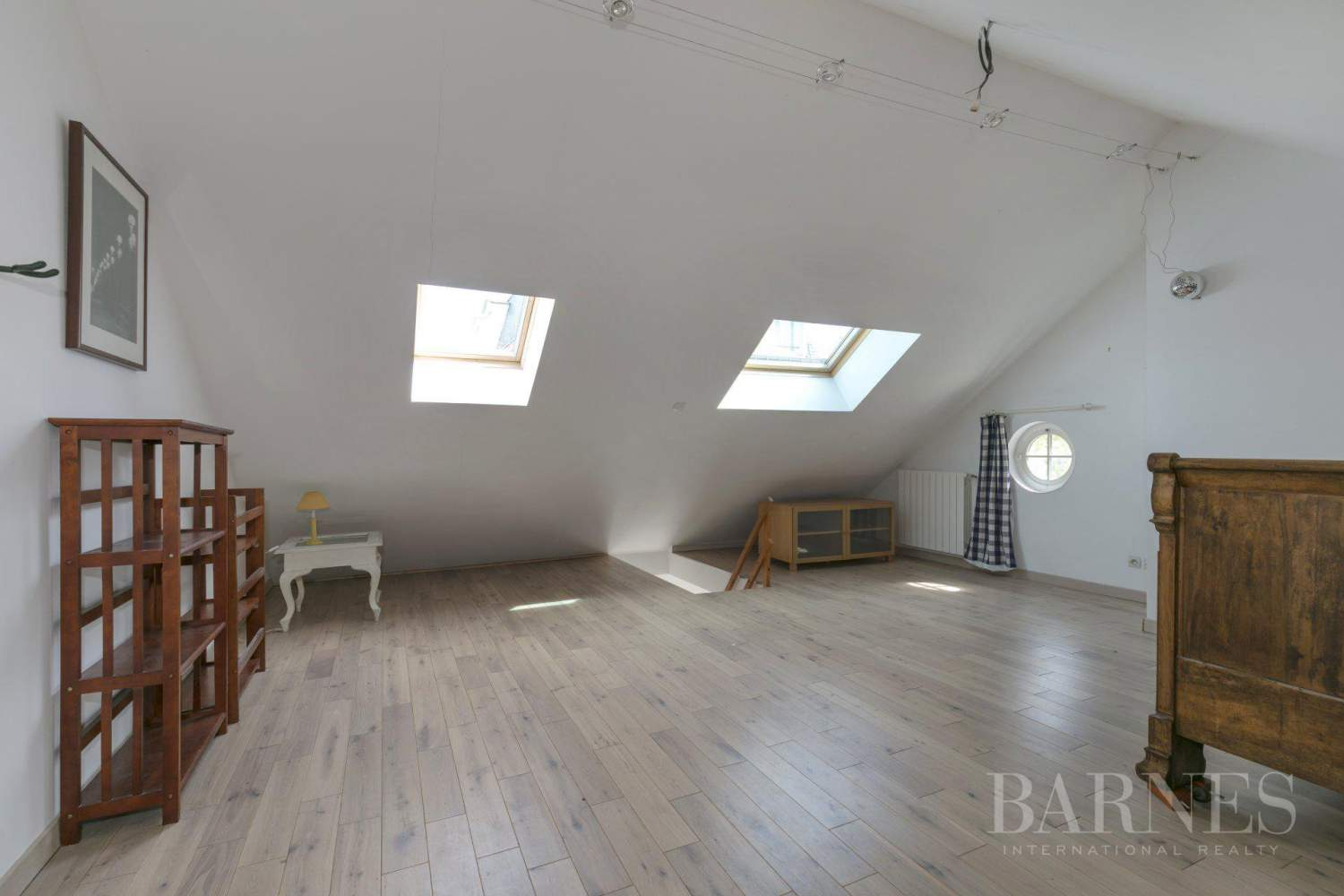 CENTRE OF NOISY-LE-ROI, 330m² (3,552 sq ft) FAMILY HOUSE, 5 BEDROOMS, 500m² (5,382 sq ft), SEPARATE STUDIO picture 11