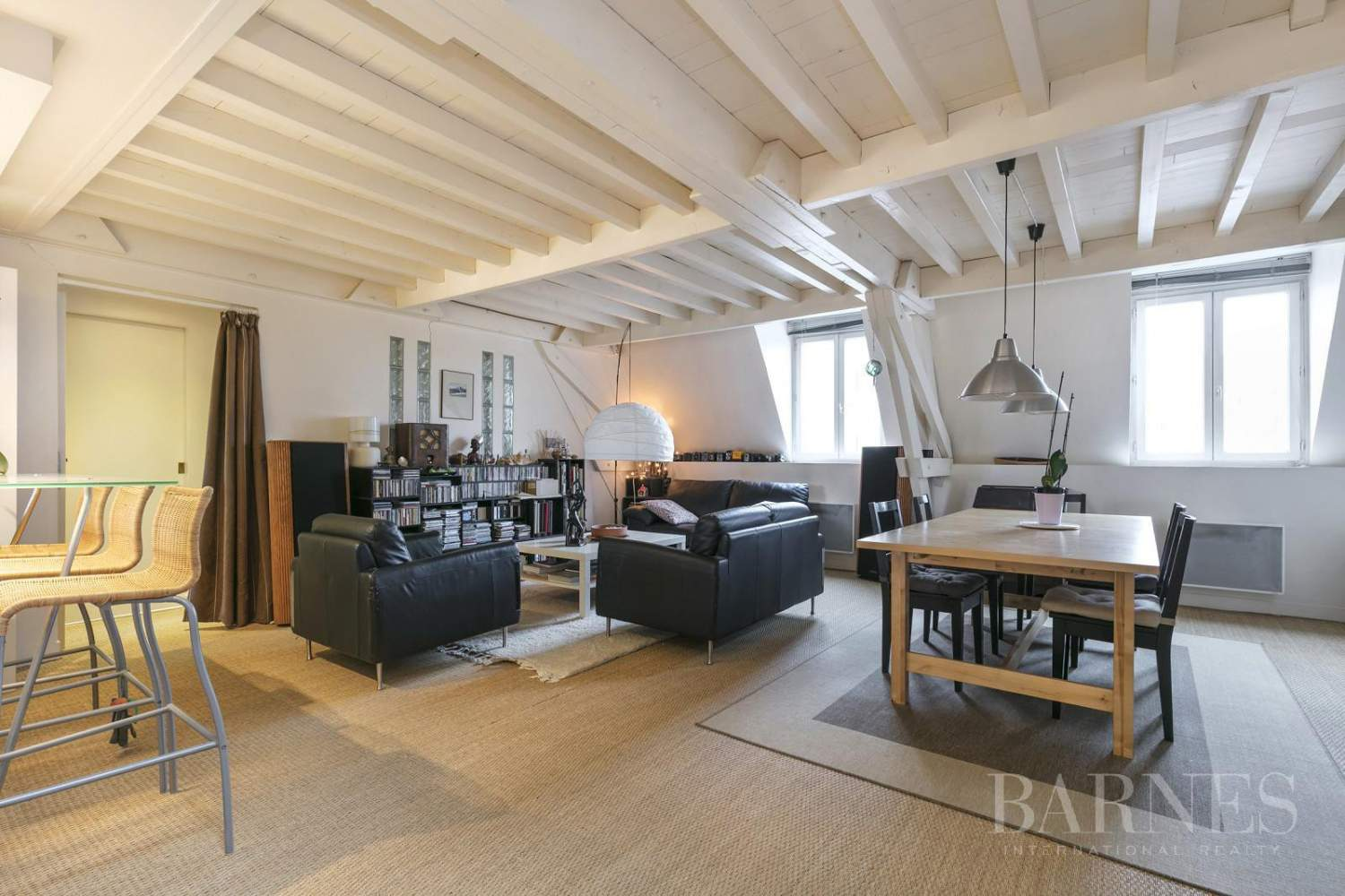 FOR SALE - SAINT GERMAIN EN LAYE - 2 MIN FROM THE RER A LINE - 3-BEDROOM APARTMENT - SHOPS AND SCHOOLS picture 1
