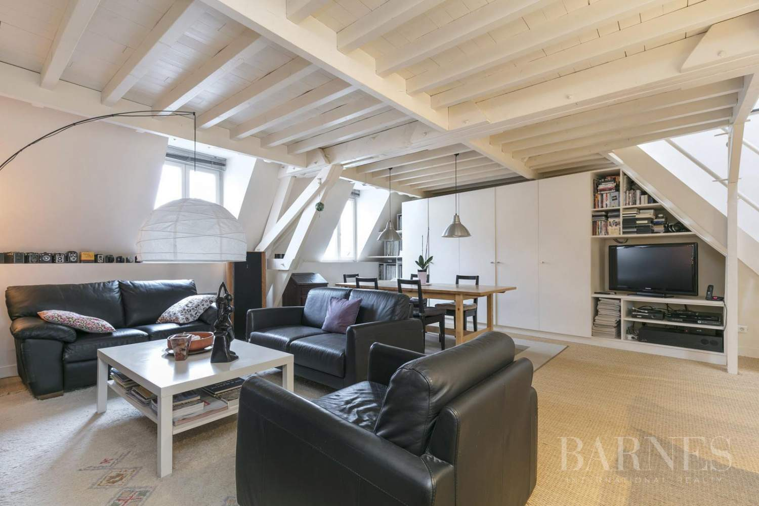 FOR SALE - SAINT GERMAIN EN LAYE - 2 MIN FROM THE RER A LINE - 3-BEDROOM APARTMENT - SHOPS AND SCHOOLS picture 3