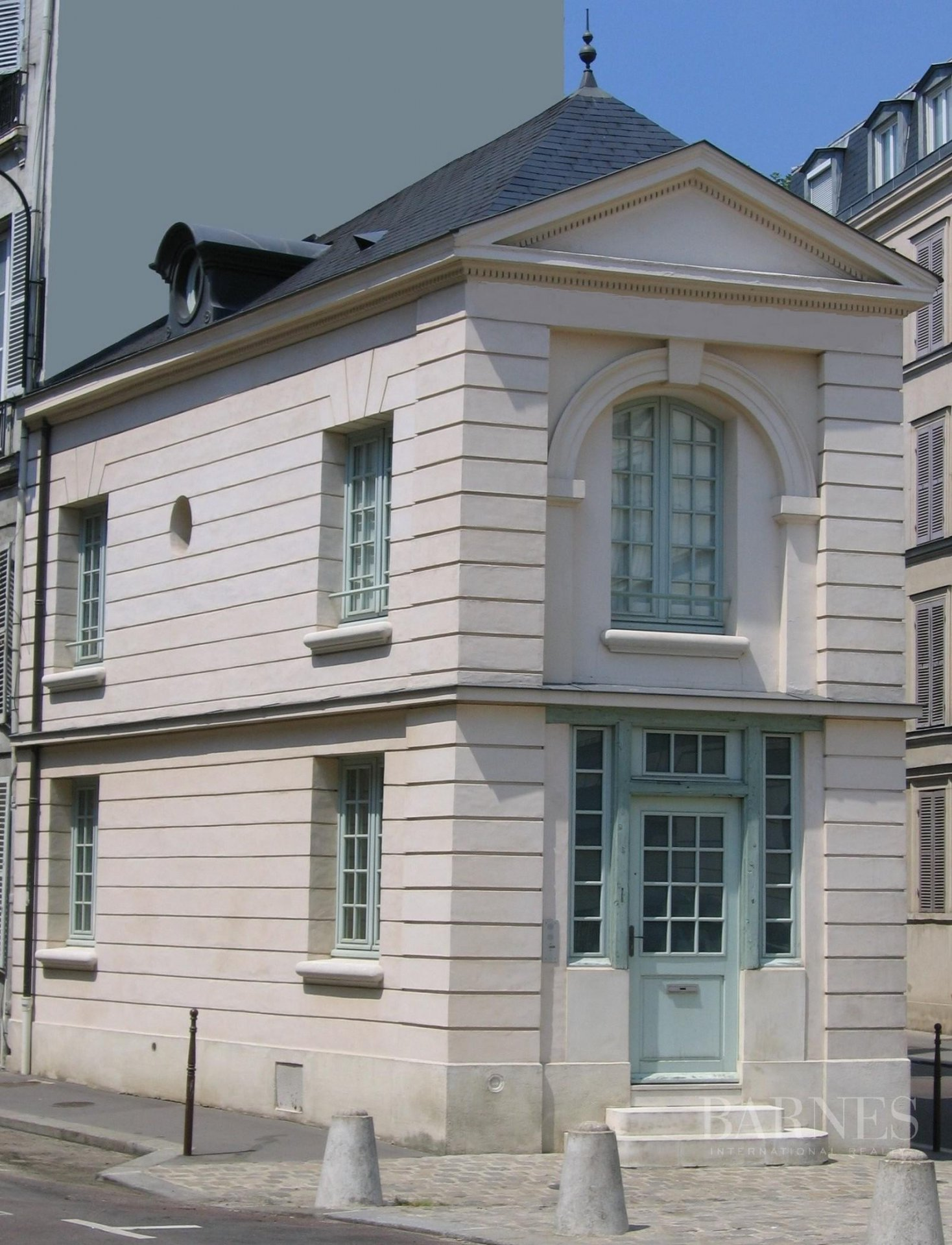 VERSAILLES RIVE DROITE ND AREA - SMALL HISTORIC TOWNHOUSE DATING FROM 18th CENTURY picture 7