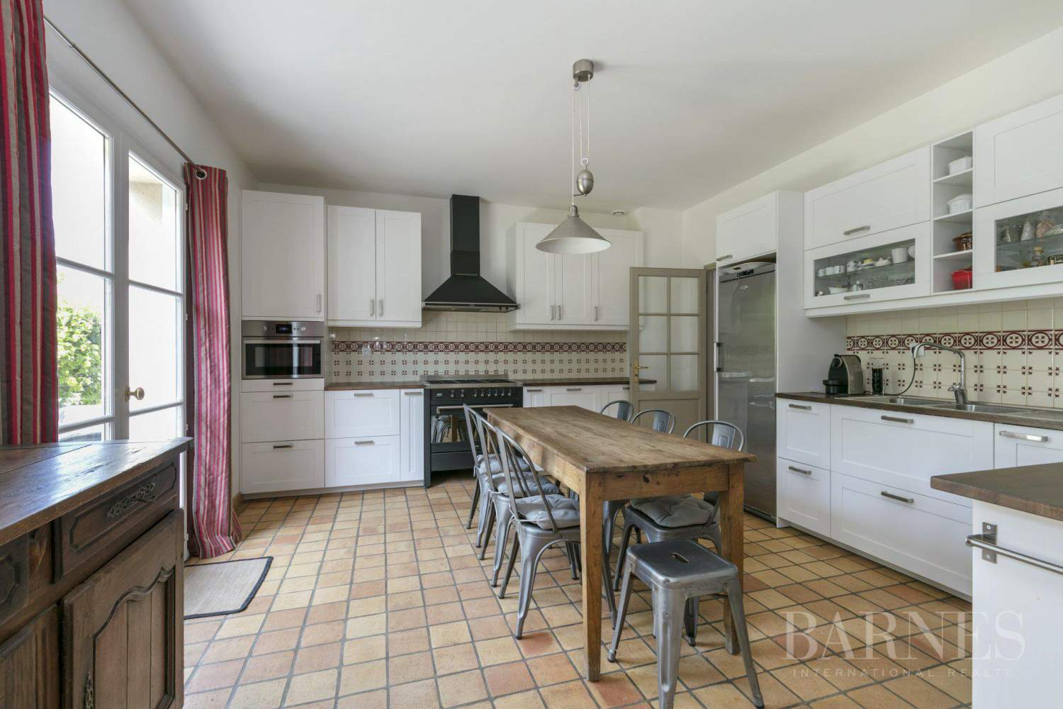 CENTRE OF NOISY-LE-ROI, 330m² (3,552 sq ft) FAMILY HOUSE, 5 BEDROOMS, 500m² (5,382 sq ft), SEPARATE STUDIO picture 2