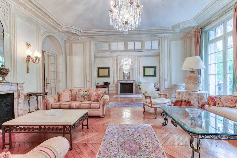 Paris  - Appartement 10 Pièces 4 Chambres