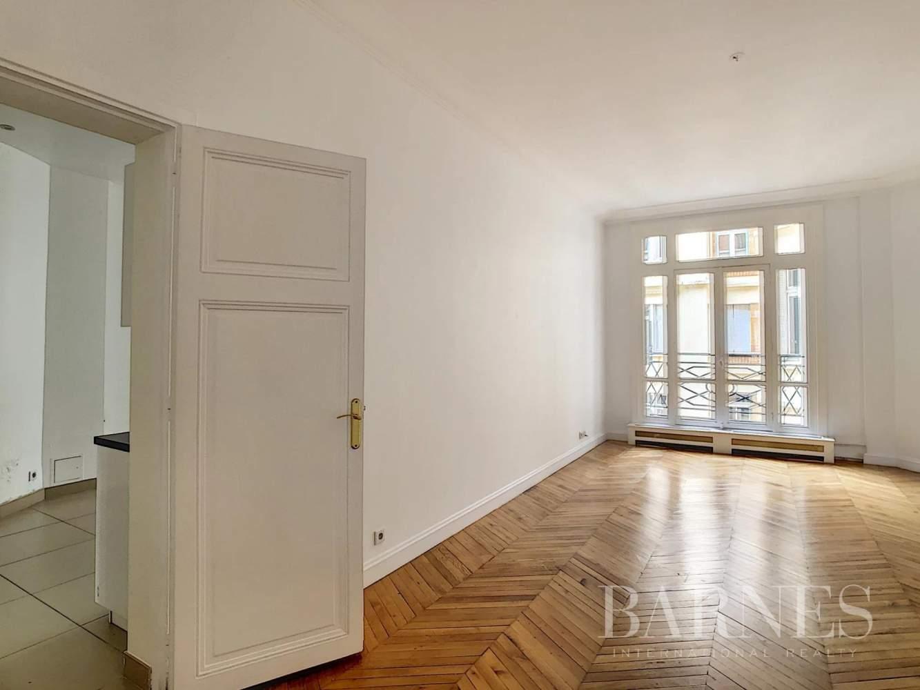 Paris  - Appartement 7 Pièces 3 Chambres - picture 11