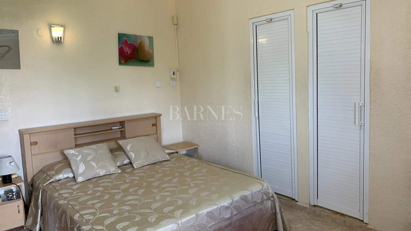 Belle Mare  - House 4 Bedrooms - picture 10