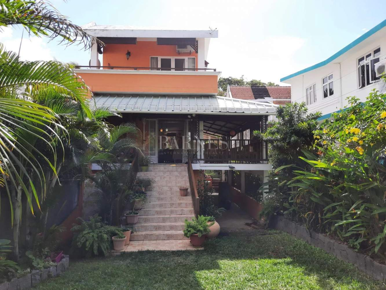 Blue Bay  - House 4 Bedrooms - picture 1