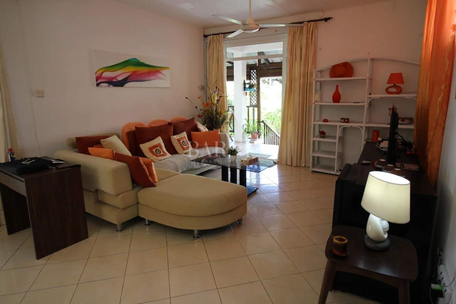 Blue Bay  - House 4 Bedrooms - picture 2