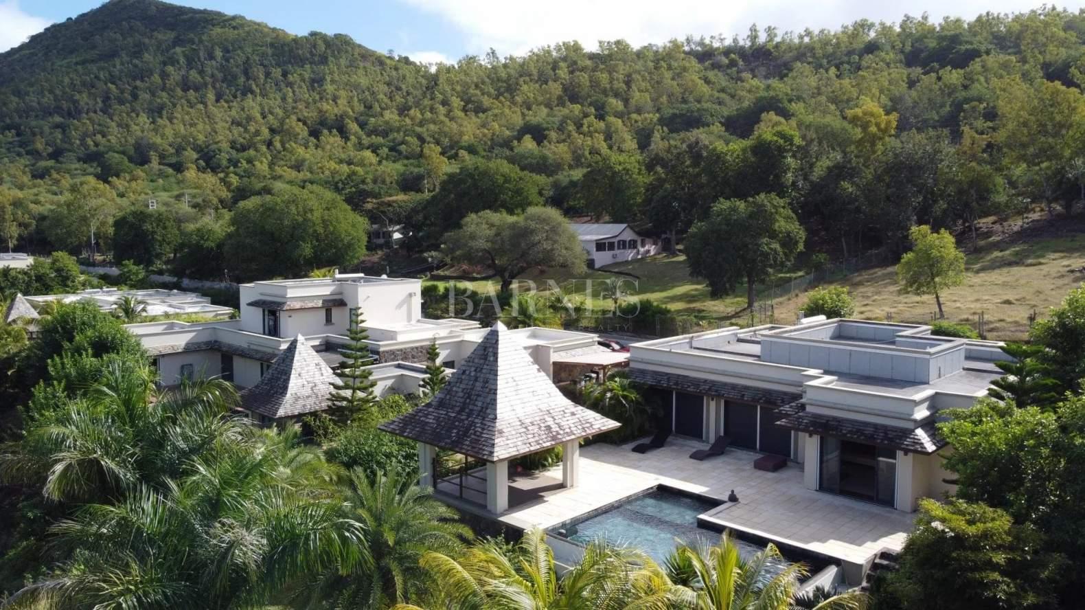 Rivière Noire  - Villa 6 Bedrooms - picture 1
