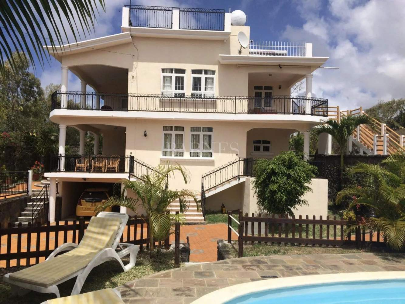 Belle Mare  - House 4 Bedrooms - picture 2