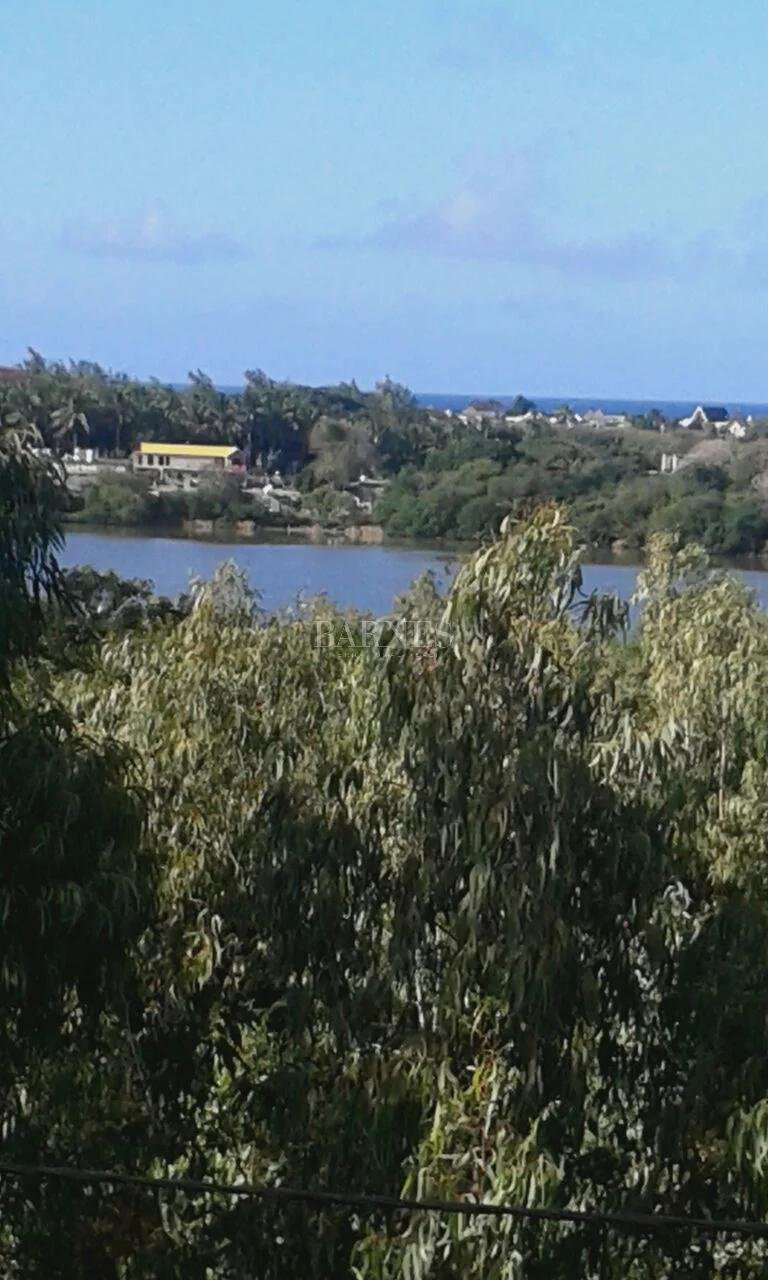 Belle Mare  - House 4 Bedrooms - picture 13