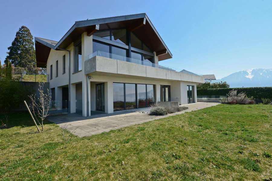 Villa de 9 pièces avec vue lac picture 13