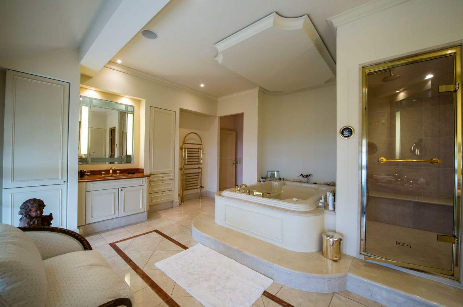 Master property with panoramic view picture 12