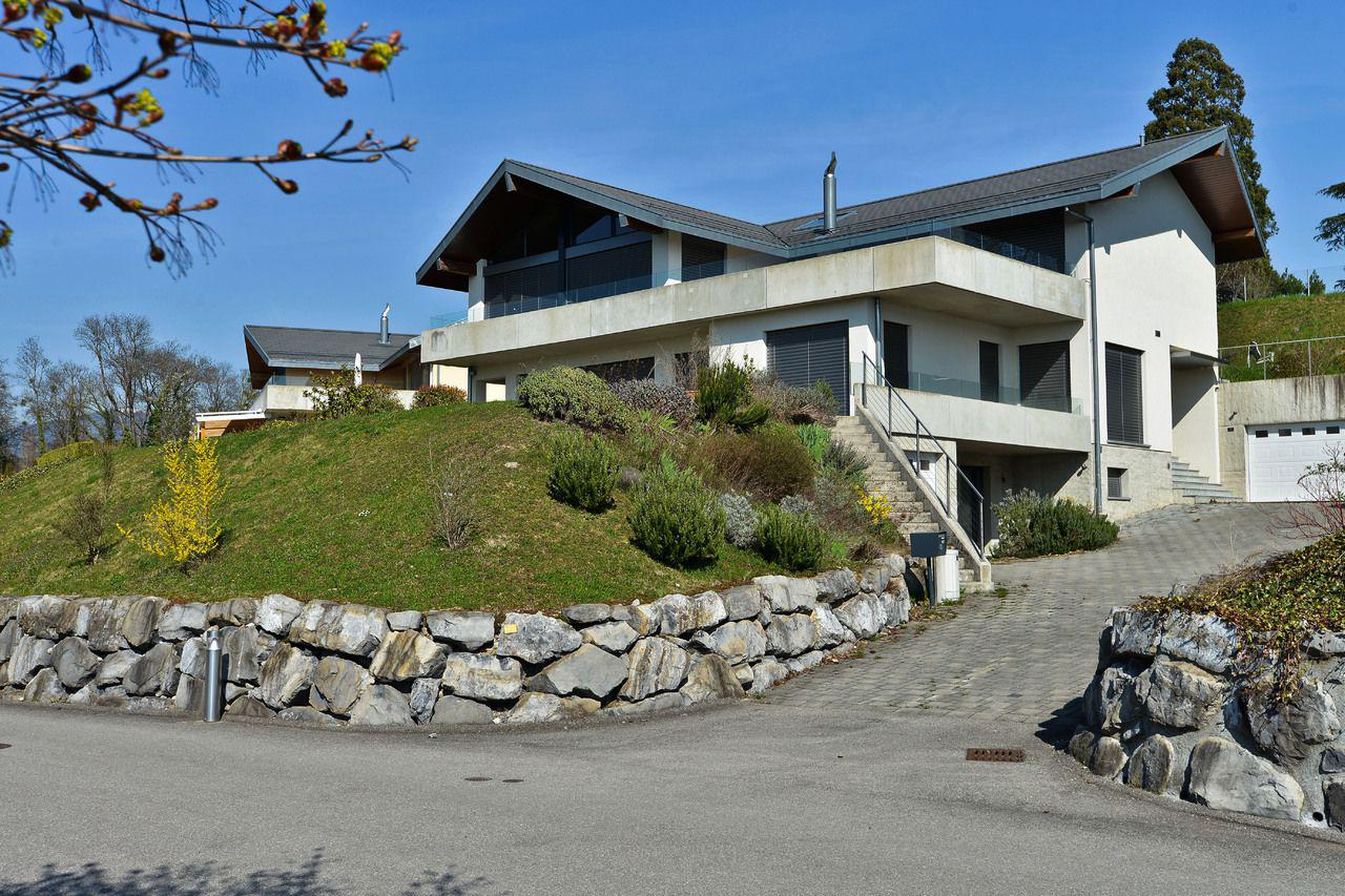 Villa de 9 pièces avec vue lac picture 1