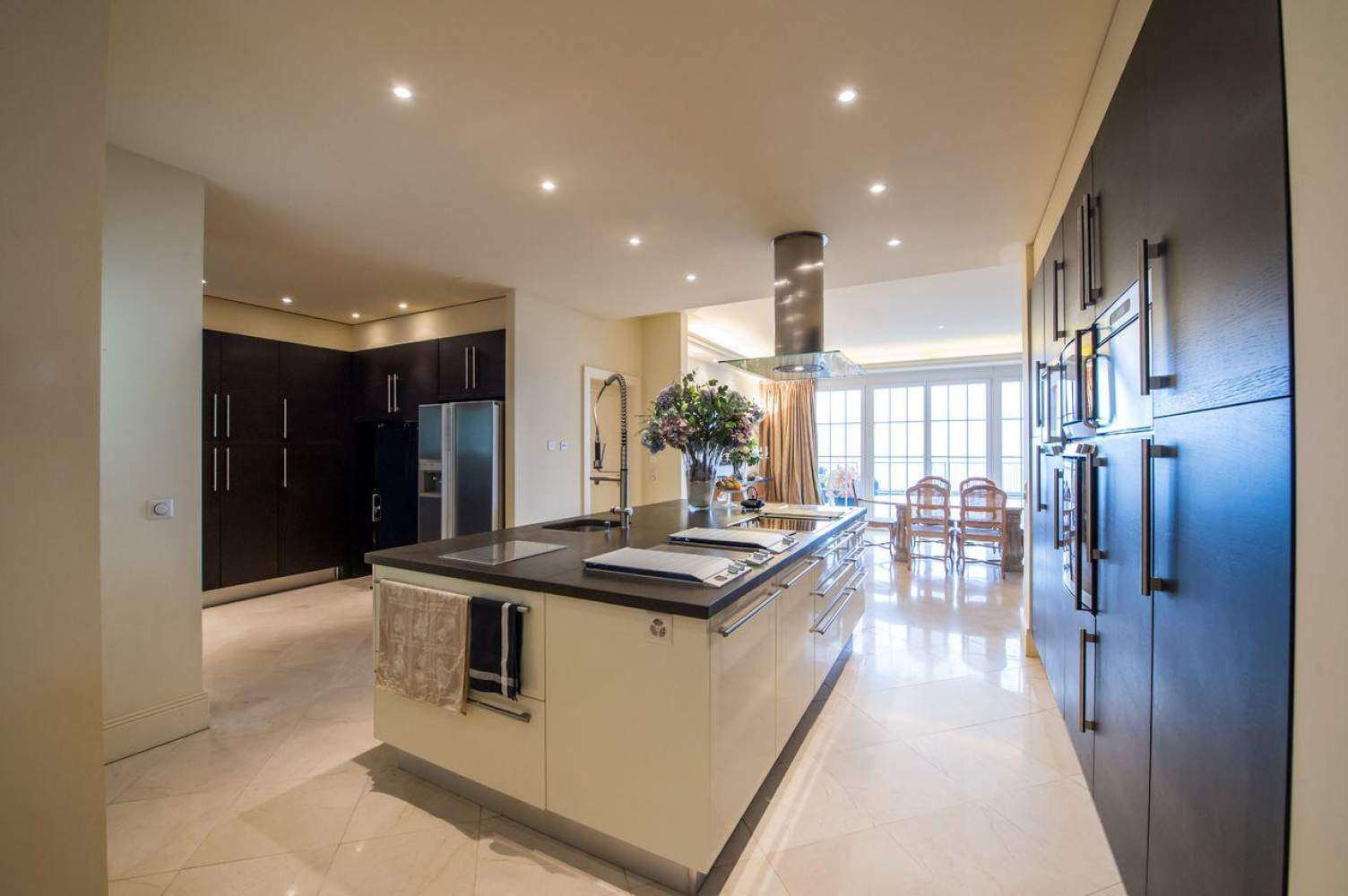 Master property with panoramic view picture 8