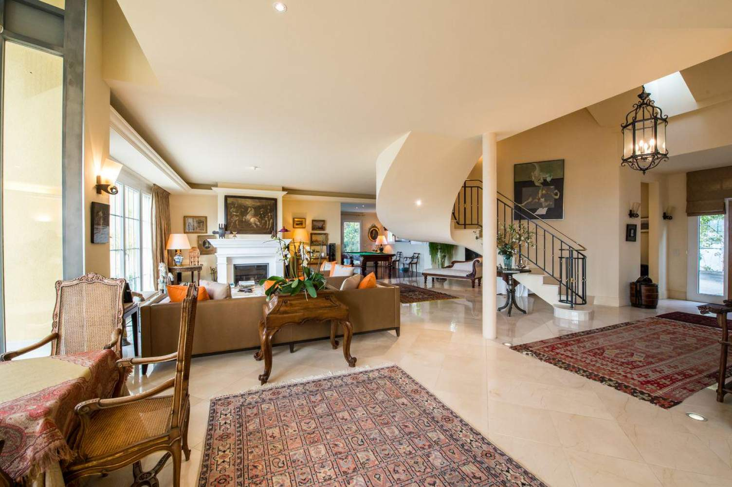Master property with panoramic view picture 1
