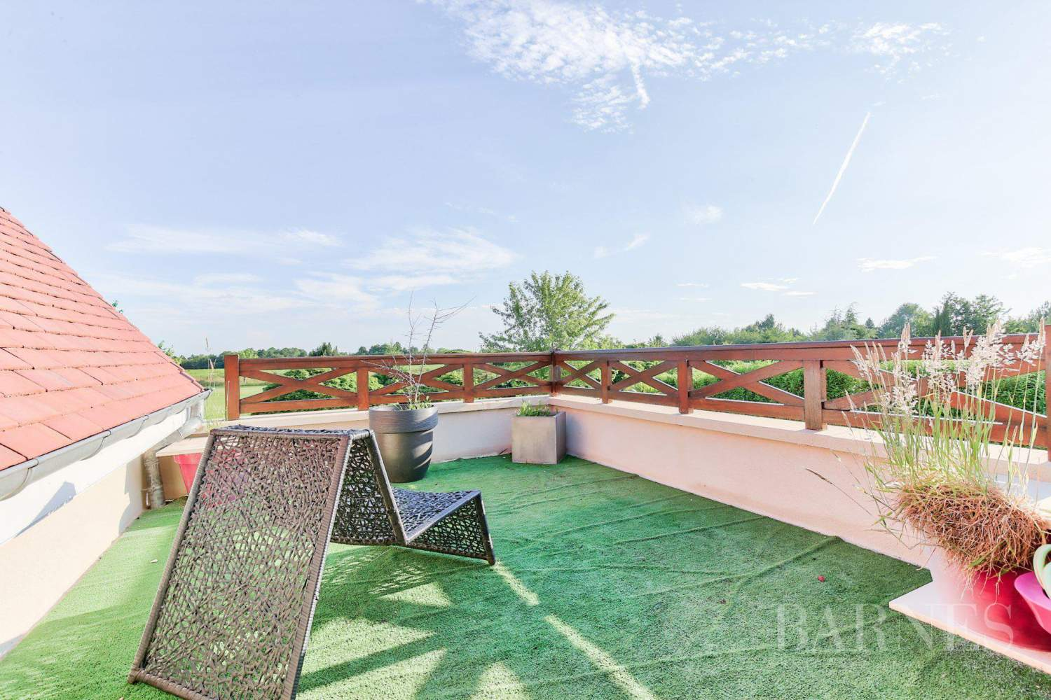 MAGNY-LE-HONGRE - PROPERTY WITH A VIEW OF A GOLF COURSE - 5 BEDROOMS - 1,000m² (10,764 sq ft) of land. picture 6