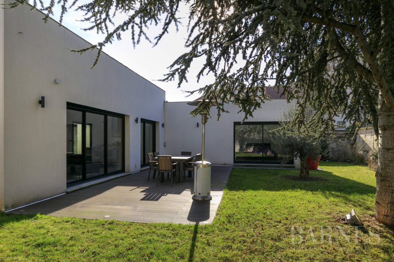 EXCLUSIVITE BARNES - SAINT-MAUR-DES-FOSSES - MAISON D'ARCHITECTE PLAIN-PIED - 155 m² - JARDIN 500 m² picture 1