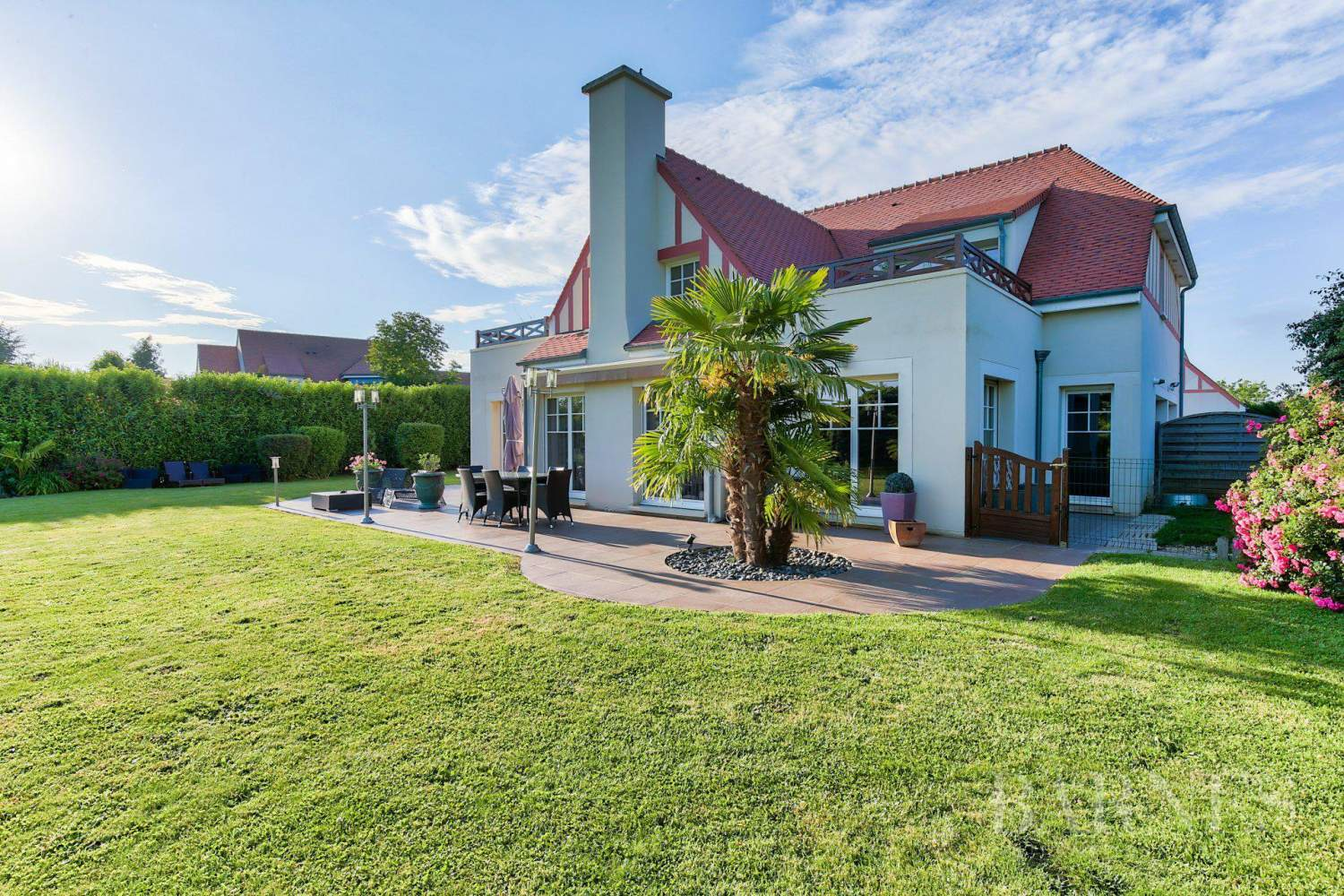 MAGNY-LE-HONGRE - PROPERTY WITH A VIEW OF A GOLF COURSE - 5 BEDROOMS - 1,000m² (10,764 sq ft) of land. picture 8